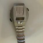 音声式腕時計